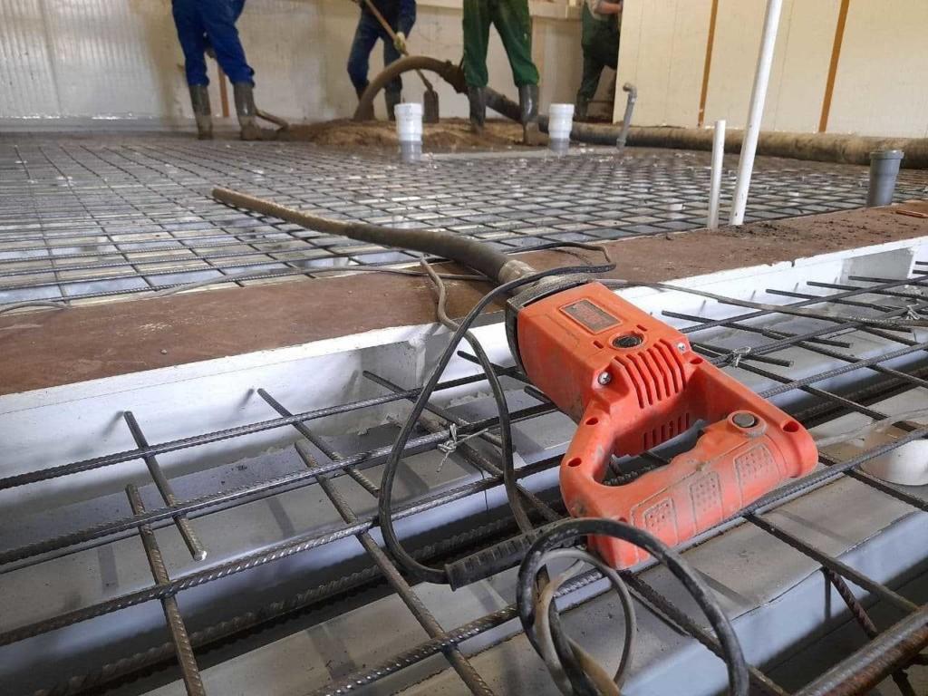 как вибрировать бетон